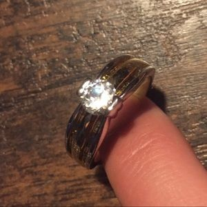 Cubic zirconium with gold and silver setting